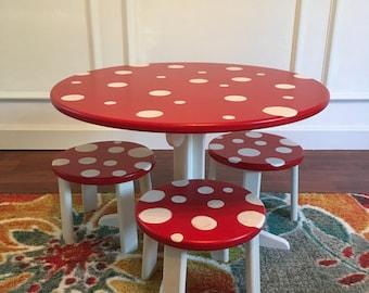 Treasured Toadstool Table Set (table + 3 stools)