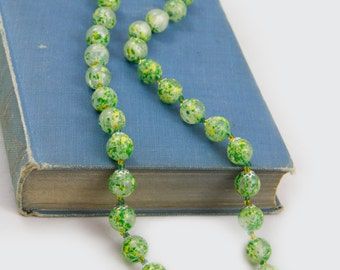 Paint Splattered bead necklace, Green and yellow, unsigned