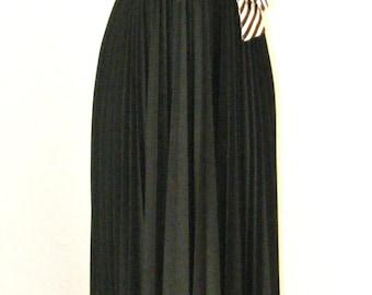 1970s Long Black Vintage dress Sz 11