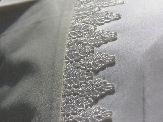 Pure silk charmeuse pillowcase with lace trim (single)