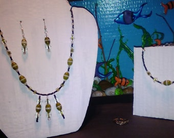 A lovely glass bead jewelry set including necklace, earrings, bracelet,and ring