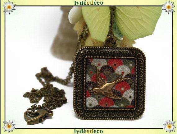 Necklace retro vintage resin bird Locket range Japan red white black khaki retro brass bronze Locket 25mm