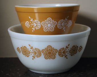 Pyrex Butterfly Gold Mixing Bowls - Set of 2 (#401 & 402)
