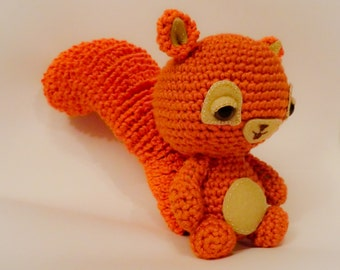 squirrel amigurumi crochet pattern by Liz Ward