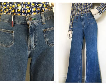 Tommy girl bell bottoms. 90s do 70s low rise denim bells with two front pockets// 90s denim