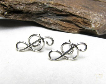 Treble clef studs in stainless steel - Minimalist music lovers jewelry - Small music earrings - Musicians gift - Womens gift For her