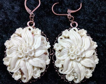 Beautifully detailed cabochon earrings #95