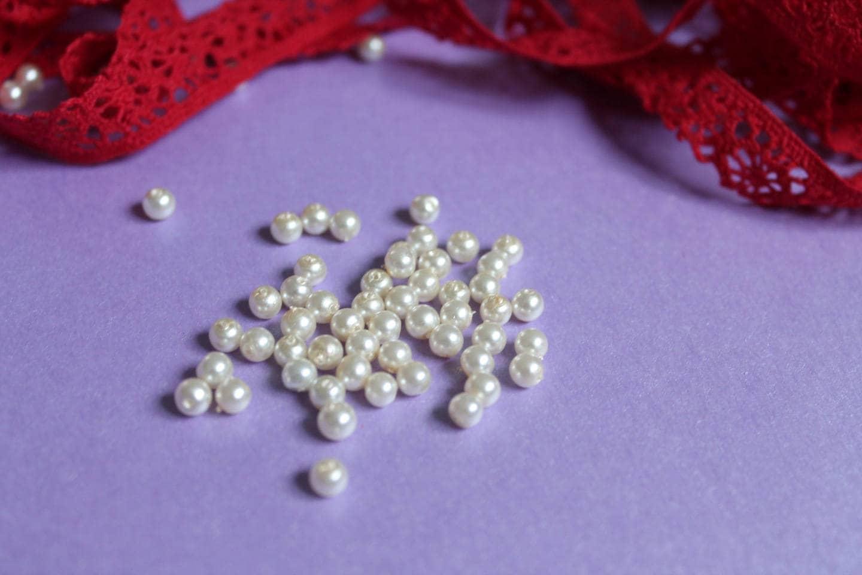 25 petites perles nacre blanc pour faire des bracelets. Black Bedroom Furniture Sets. Home Design Ideas