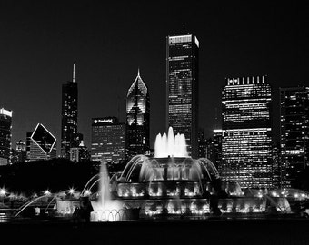 Chicago Skyline photography - Chicago Black and White photography - Black and white Chicago giclee print. Modern wall art. Chicago night art