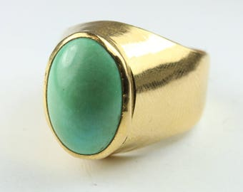 A Minimalist 9ct Yellow gold Turquoise Cabachon Ring Size: 8 1/2 - R