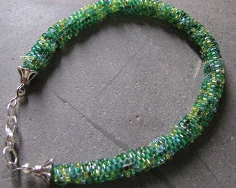 Bead Bracelet Miuki in different shades of green