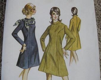 UNCUT FF Vintage Early 70's  Ladies Princess Dress  Kwik Sew 343  Size 12, 14, 16