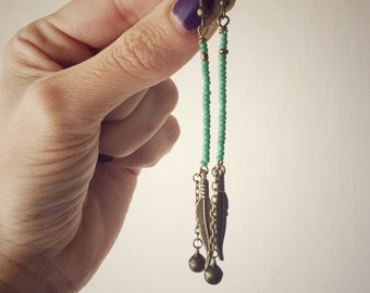Long earrings with feather and colored beads. Green/blue/black/red/bronze. Hippie/bohemian/boho/gipsy style. With bell. Ebbijoux