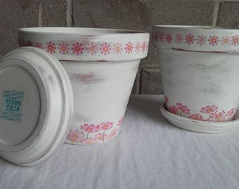 Decorated pots.