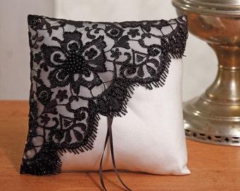 The black alliances lace cushion