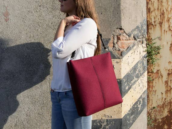 Large felt SHOULDER BAG with leather strap / burgundy crossbody bag / wool felt bag / tote bag / felt tote / made in Italy