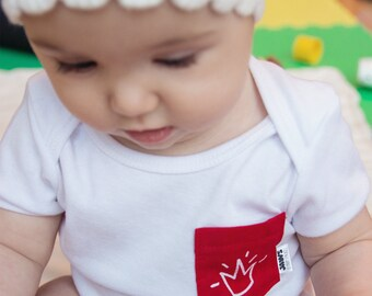 ONESIE / Bodysuit, white red Jaws cat Pocket / 6-12 months / unisex / hand screen printed / 5 pockets available designs.
