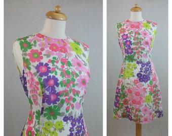60s vintage dress. Sleeveless dress. Floral print dress. Mod dress. Sixties dress. Sweet dress. Hippie floral dress. Size L.