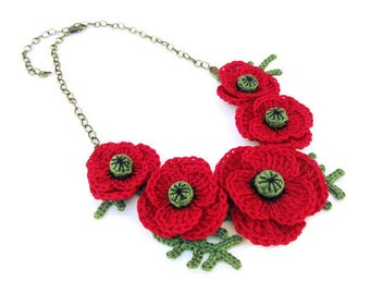 Crochet flower necklace, red poppy fiber necklace, romantic retro floral garland necklace, nature lover gift, country style necklace, vegan