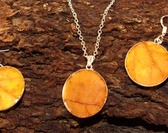 jewellery set with yellow leaves
