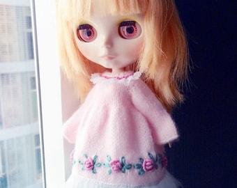 Hard knitting for Blythe doll pink flowers dress..