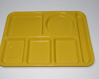 Vintage,SILITE, Melamine,Mustard yellow,Divided Picnic Cafeteria Tray,Divided Lunch Tray,Serving platter,Hard Plastic,Made in Canada, Melmac