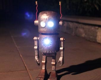 Solar Powered Robot Home & Garden Statue