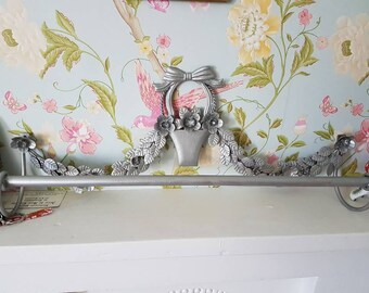 Shabby Chic Metal Flower And Leaf Design Kitsch Vintage Silver Upcycled  Towel Rail Bathroom Decor
