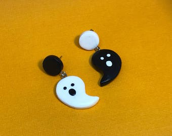 What Up Boo - Mismatch Halloween ghost stud dangle earrings
