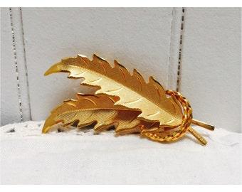 Vintage 1970s Gold Leaf Laurel Wreath Brooch