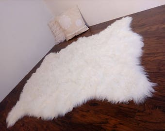 Plush Faux fur rug, Ivory sheepskin rug, large Shaggy rug Faux fur, Nursery area rug, fur secoration, home accent