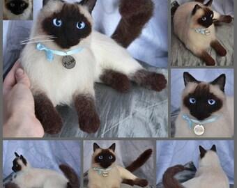 Custom Needle Felted Siamese cat Sculpture Memory Pet Portrait Petlover stuffed cat Wool Felt Kitten art toys Personalized gift cat lovers