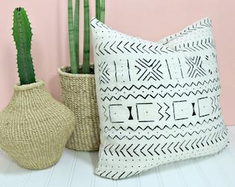 White Mudcloth Pillow Cover /African Textile Bogolanfini Minimalist Geometric Global Black White Cream Throw Cushion Organic Textile Neutral