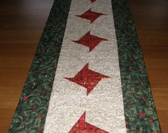 Christmas Quilted Table Runner Red Green, Christmas Table Runner Quilt Red, Christmas Star Table Runner, Quiltsy Handmade, Christmas Decor