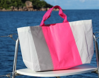 Bag made in 100% sailcloth ideal for beach and nautical days/of handmade boat sailing ideal for beach and nautical days