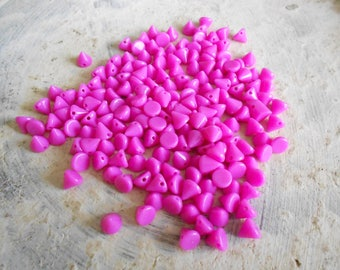 "1 lot of 50 ""studs"" in fuchsia color acrylic beads"
