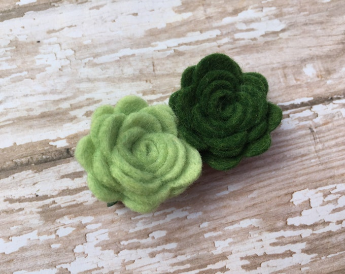 Green felt flower hair clip - felt hair bows, felt bows, flower hair clips, baby hair bows, girls hair bows, toddler bows, hair bows, bows