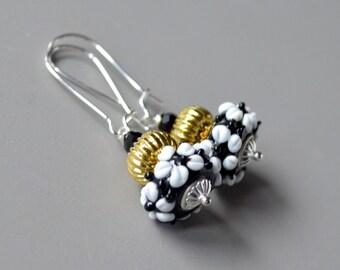 Earrings black pearl flowers