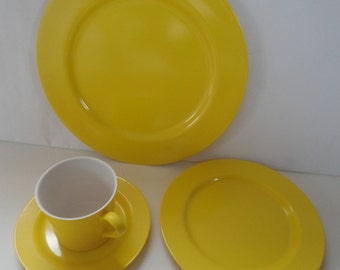 Vintage Bright Yellow Oneida Deluxe Dishware Set, Oneida, Oneida Dishware, Camping Dishware, Dinner Plate, Cup Saucer, Dessert Plate, Melmac