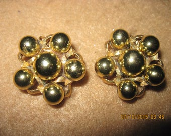 Vintage TOTALLY BEAUTIFUL Big & BOLD 80'S Gold Ball Star Clip Earrings .. ...7901