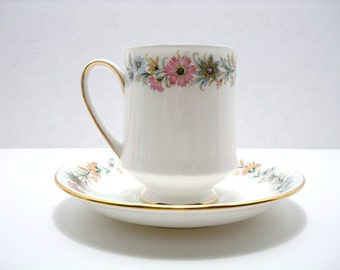 Vintage Tea Cup & Saucer - Paragon Fine Bone China - Made in England - Belinda Pattern