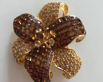 Brooch Vintage Gold Yellow Copper rhinestones floral gold tone nice quality jewelry
