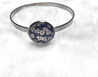 Thin dark grey blue flowers bracelet