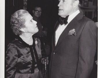 1977 Vintage Press photograph Bob Hope  & Douglas MacArthur Widow - Astoria Hotel - New York