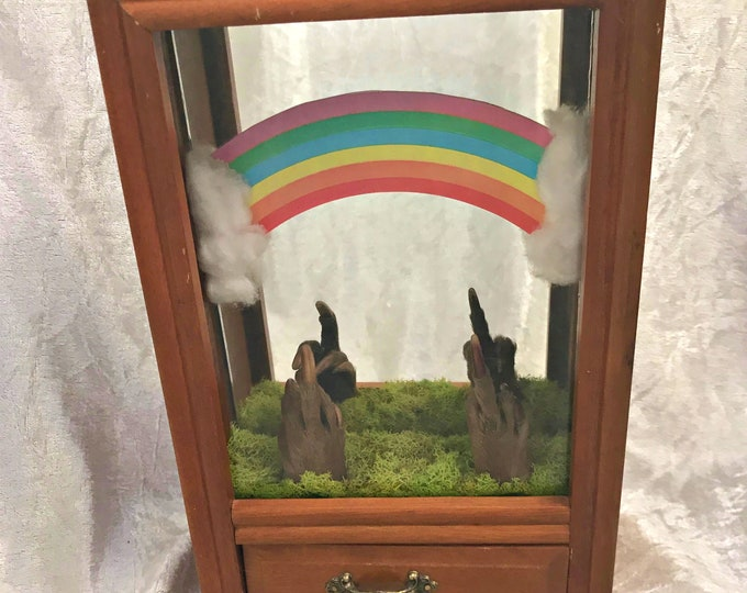 Somewhere Over the Rainbow Beaver Paw Music Box