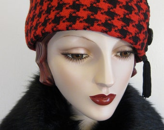 Red and Black Houndstooth Check Toque Hat
