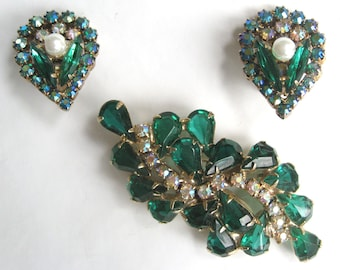 Free Shipping to US. Vintage Swarovski Emerald and Aurora Borealis Rhinestone Brooch & Clip earrings Demi Parure - STUNNING!