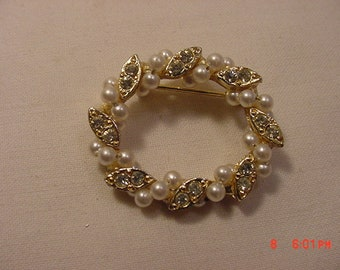 Vintage Wreath Brooch With Faux Pearl & Rhinestone Accents  18 - 643