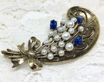 Vintage WEISS Signed Antiqued Goldtone Faux Pearl Rhinestone Brooch Pin