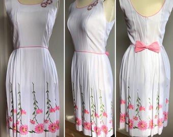Vintage 50's/60's White Cotton Sun Dress with Floral Pink Embroidery// Slevless Day Dress//Prom Dress//Bridesmaid Dress// Size S